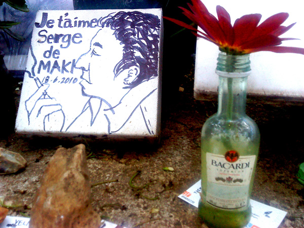 Endnu et portræt af Gainsbourg og en Bacardi-stiv flaske rom. Mobilfoto: Jørgen Koefoed.