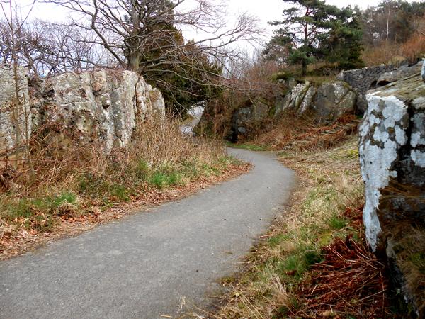 Nu skal der både være plads til cyklister og gående i begge retninger på det sidste stykke ud til serpentinervejen. Foto©JørgenKoefoed.