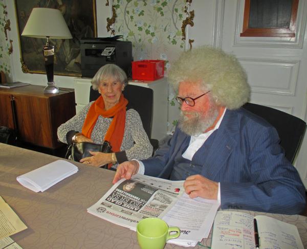 Korsbæk Tidendes samlede redaktion holder møde Fra venstre den 97-årige journalist Lise Nørgaard og årsungen, den 67-årige chefredaktør Jacob Ludvigsen fra Svaneke. Foto©RobertHaren.